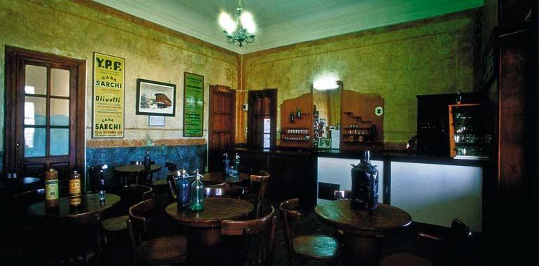 """Bar """"La Cueva"""", de la Estación del Ferrocarril de Puerto Deseado"""