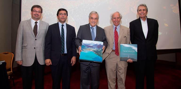 douglas tompkins con Presidente de Chile Piñeira