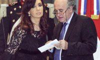Cristina y Parrilli apelaron su procesamiento por los vuelos oficiales a Santa Cruz que solo llevaban diarios
