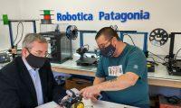 Visita del Director Provincial de Tecnología Aplicada a la Producción a la Empresa Robótica Patagonia de Claudio Galli